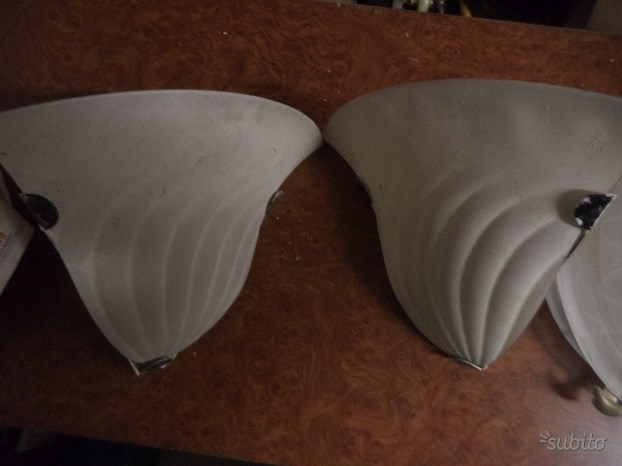 Due applique angolari,lampadario,plafoniera