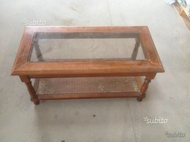 Tavolino in legno da salotto