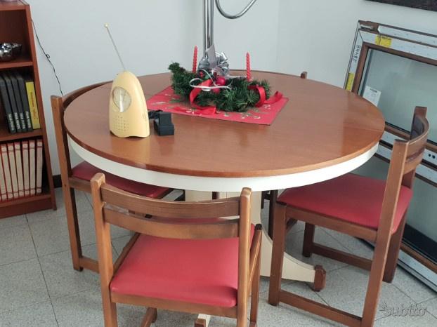 Tavolo da pranzo con 4 sedie