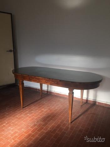 Tavolo in stile Luigi XVI con intarsio Sorrentino