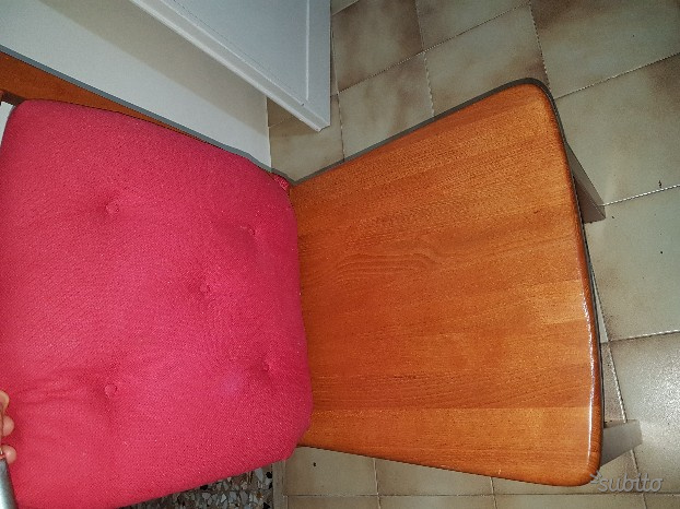 Tivoli piu quattro sedie in legno