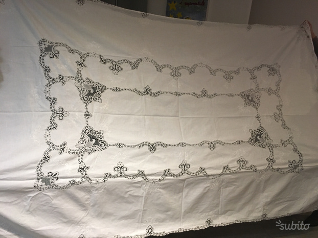 Tovaglia di lino bianca con inserti in Tombolo
