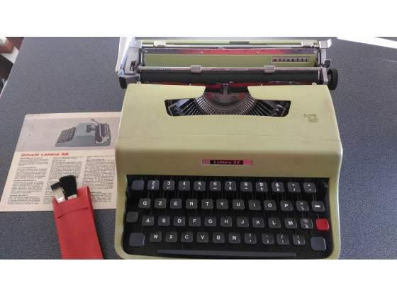 Macchina da scrivere Olivetti 32