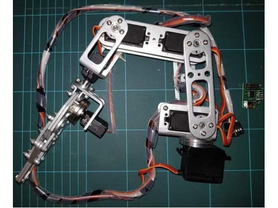 Braccio robotico a 6 gradi di libertà
