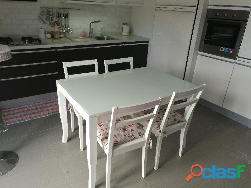 Tavolo da cucina allungabile + 4 sedie