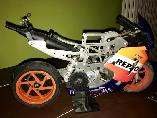 Vendo moto radiocomandata con motore a scoppio