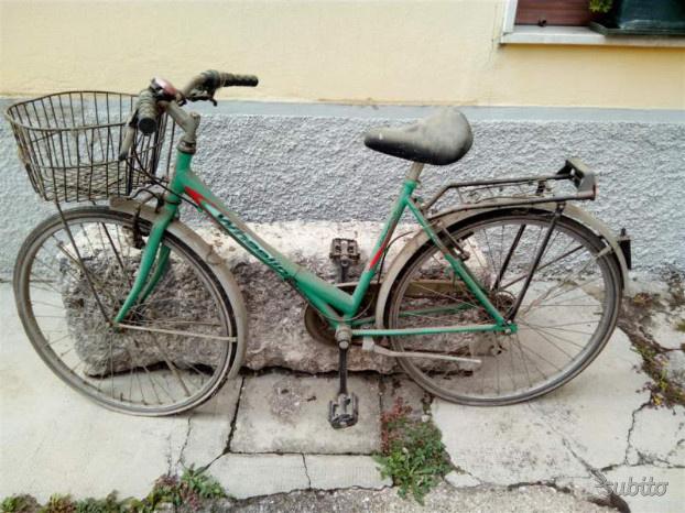 Eu bicicletta da donna usata da sistemare