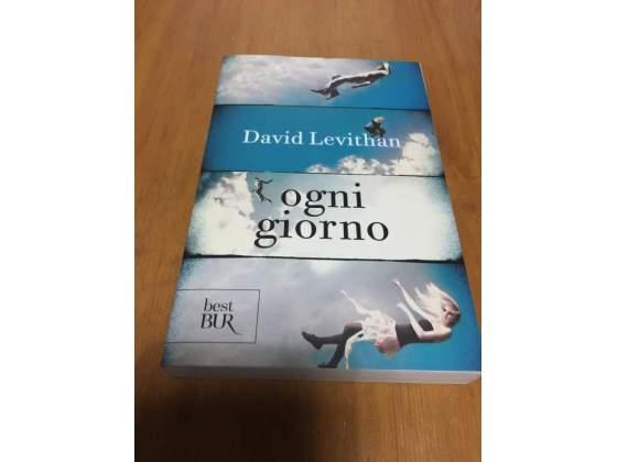 """Libro """"Ogni giorno"""" di David Levithan."""