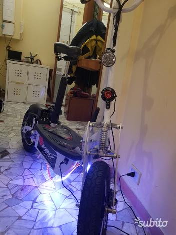 Monopattino elettrico scooter