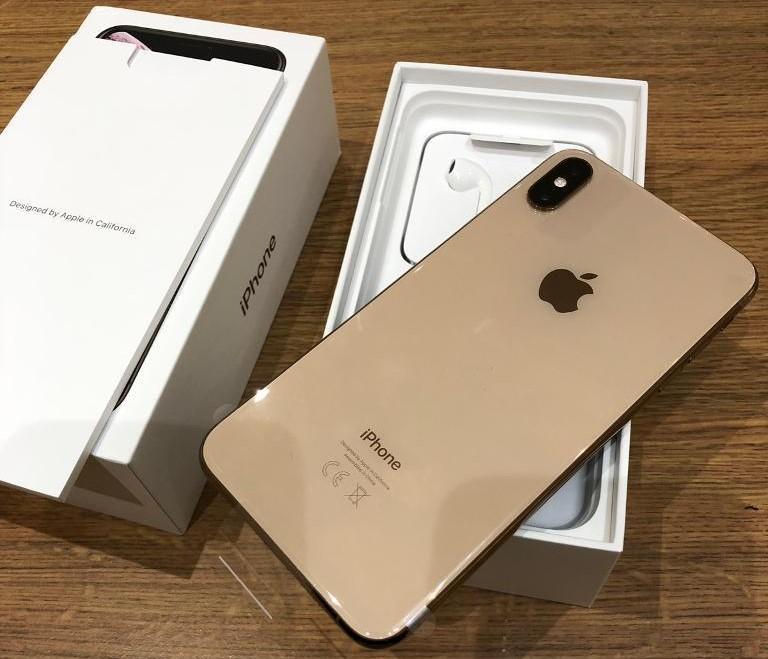 Apple iPhone XS 64GB = €400,iPhone XS Max 64GB =