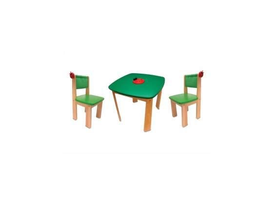 Tavolo in legno con due sedie per cameretta