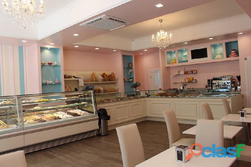 Arredo panetteria posot class for Arredamento caffetteria