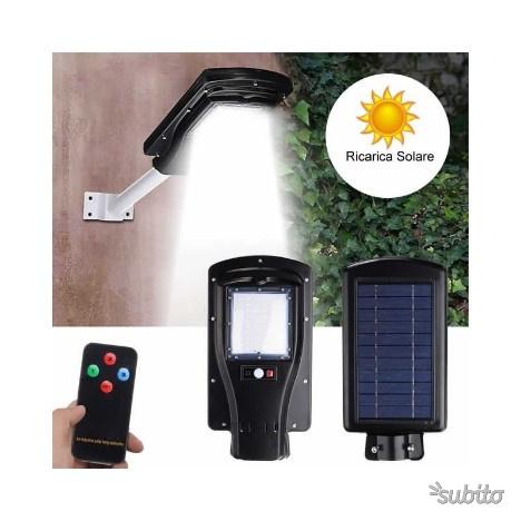 Lampione stradale faro faretto ad energia solare