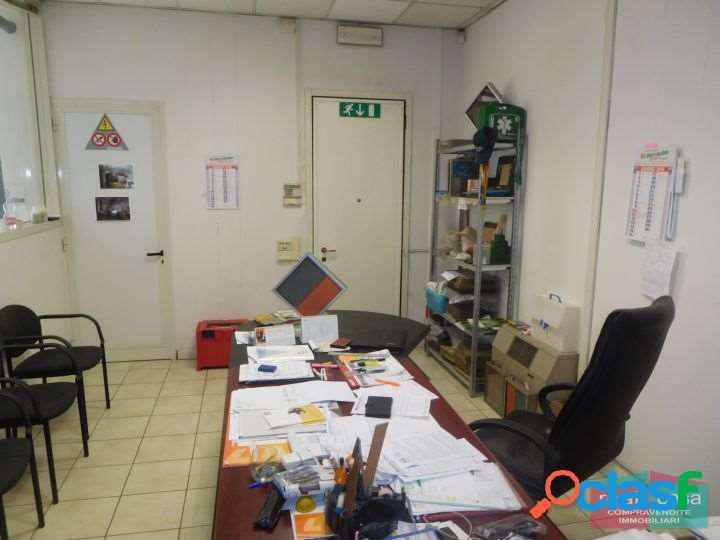 Vendita Capannone con uffici e vetrina a Modena