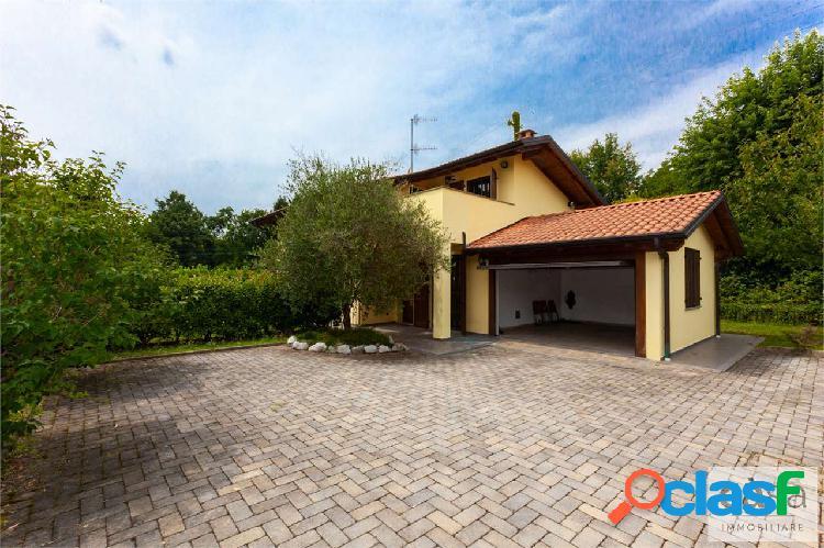 Villa indipendente in vendita a Galliate Lombardo