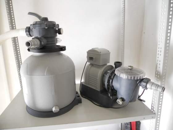 Motore e filtro a sabbia per piscina