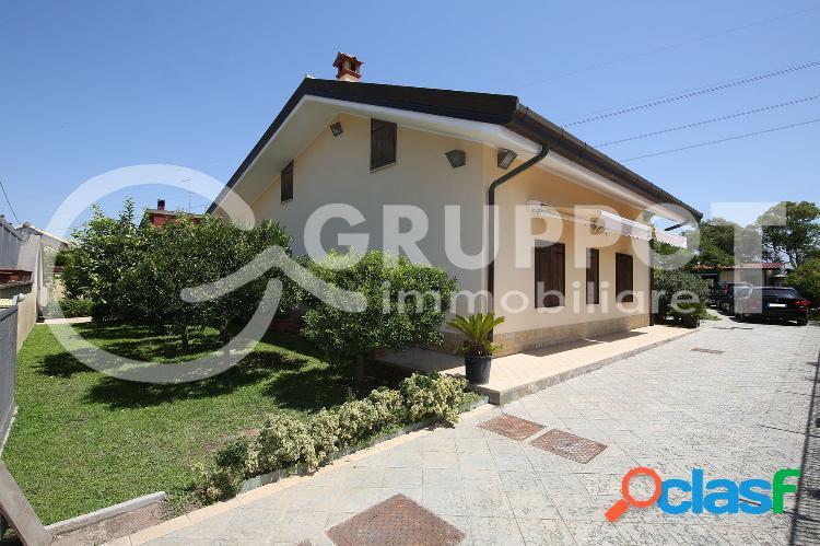 Latina - Villa unifamiliare con giardino € 220.000 T602