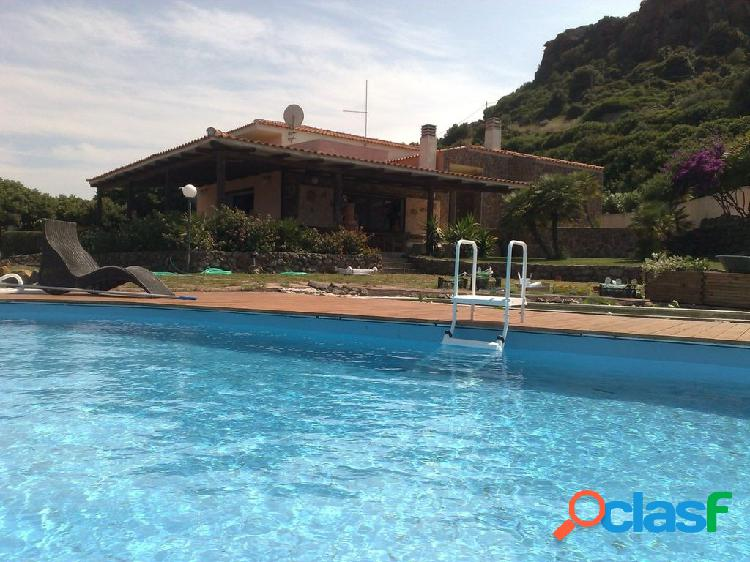 Villa con piscina e 2 ha terr.7 locali € 680.000 T702