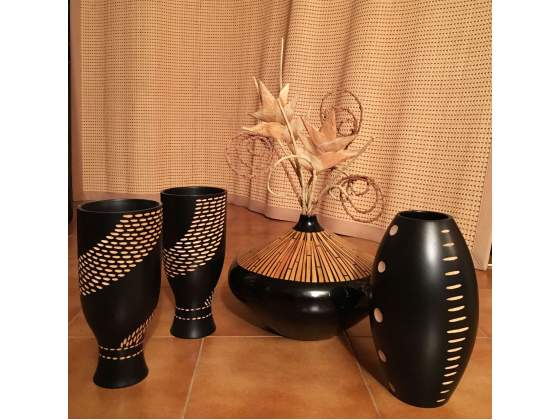 Quattro vasi in stile etnico