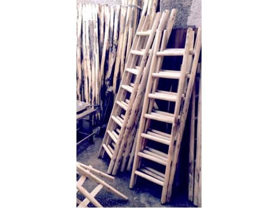 Scala a pioli in legno di castagno grezzo - varie altezze