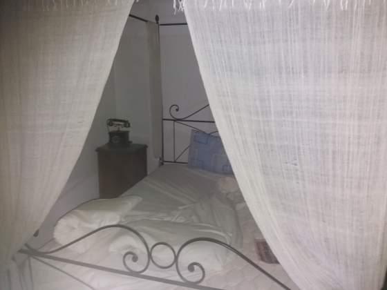 Vendo camera completa con letto a baldacchino.stile liberty