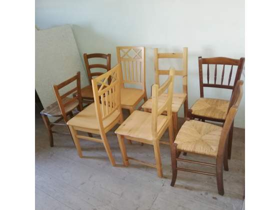8 sedie in legno. 15 euro l'una