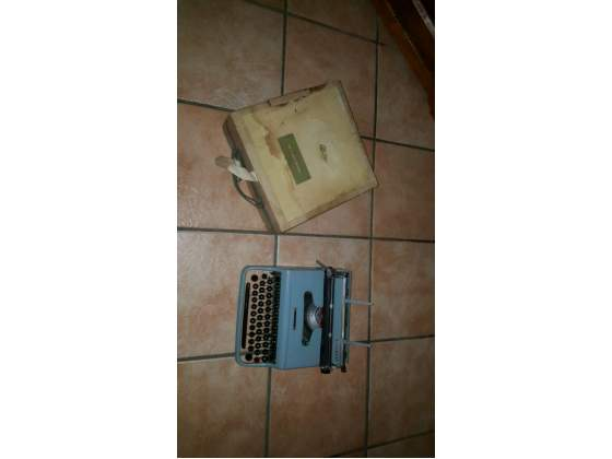 Olivetti lettera 22 con custodia in cartone