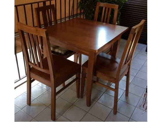 Tavolo + 4 sedie legno massello colore noce