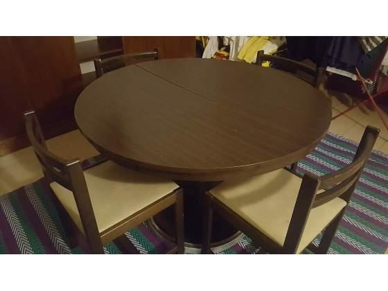 Tavolo allungabile con 4 sedie in legno