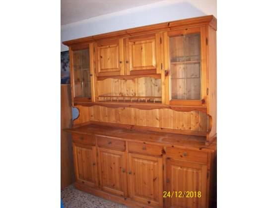 Vendo n°2 credenze in legno massello tinto noce