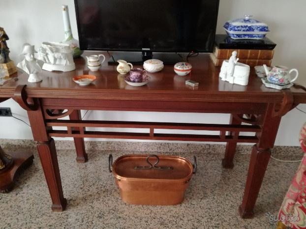Antico tavolo in legno stile Liberty