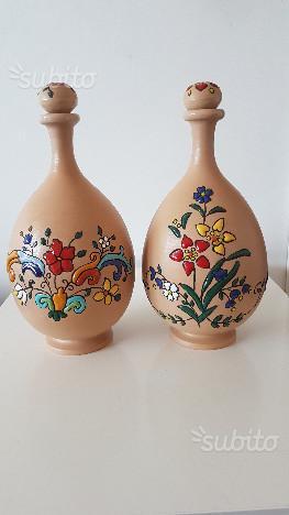 Bottiglie in ceramica dipinte a mano