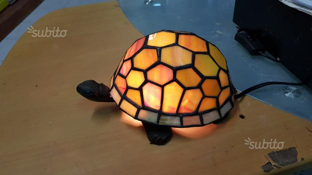 Lampada da tavolo a forma di tartaruga