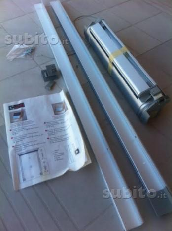 Tenda velux oscurante manuale posot class for Finestre velux 55x98