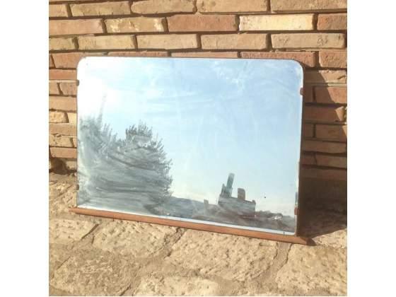 Vecchio specchio di como da bagno con cornice in legno