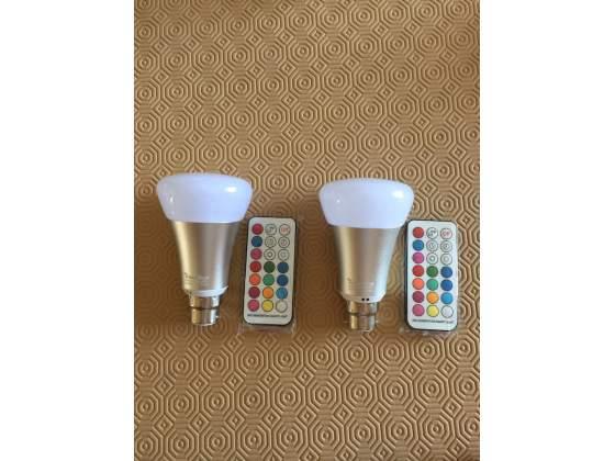 2 lampadine led con telecomando