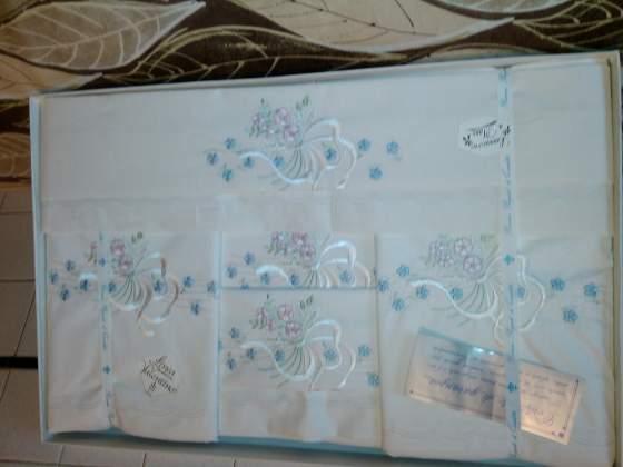 Coordinato di lenzuola in cotone ricamato a mano