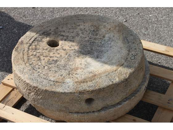 Vecchia coppia di ruote di macina in pietra diamet
