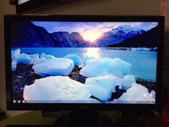 PC completo di monitor tastiera e casse
