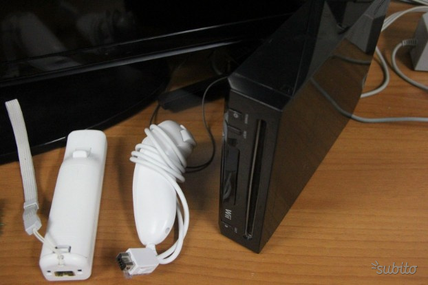 Console wii nera con controller e nunchuck
