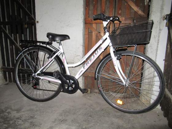 Stupenda City Bike 28 da donna con cestino cambio luci led