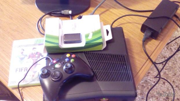 Xbox 360 slim microsoft con 2 giochi