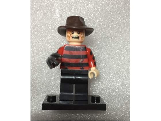 4 personaggi simil Lego