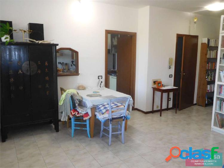 Ampio appartamento in VENDITA a Modena