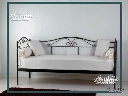 Parete attrezzata divano letto euro 500 posot class for Divano 100 euro
