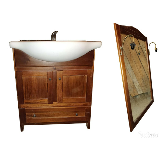 Mobile bagno classico con lavabo e specchio e