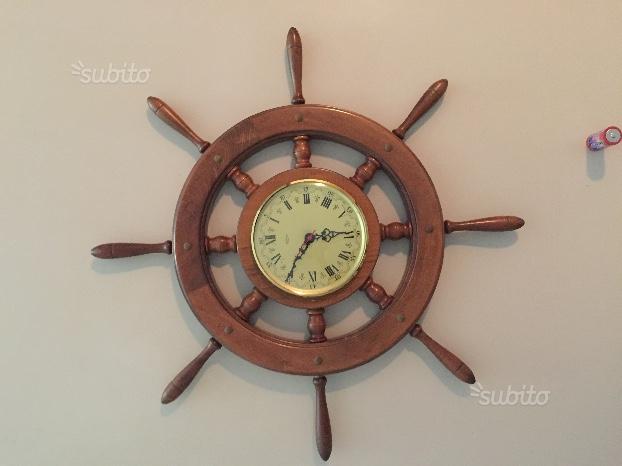 Orologio a muro a forma di timone in legno