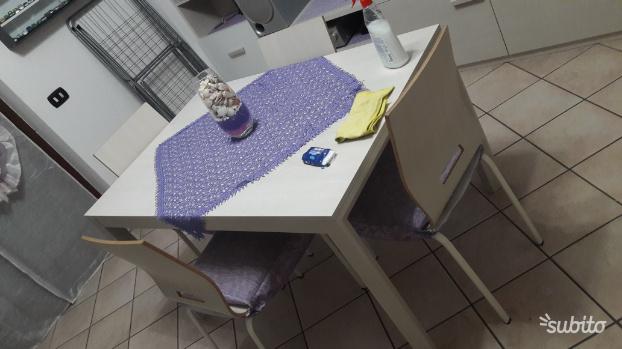 Tavolo allungabile piu 4 sedie