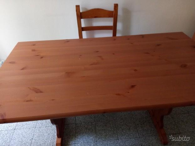 Tavolo con 4 sedie color ciliegio