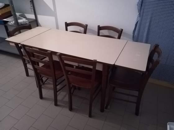 Tavolo allungabile con 6 sedie in legno